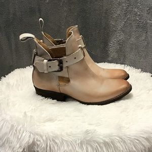 Like new, all leather booties from the Buckle